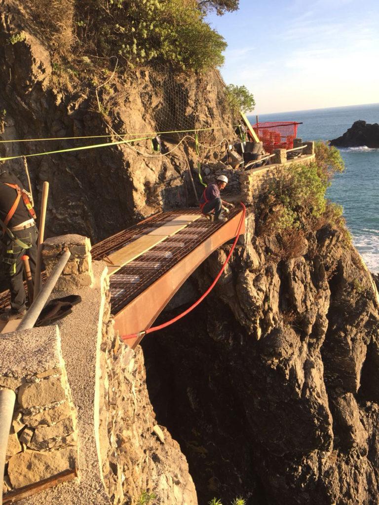 Ponte pedonale sentiero Parco Nazionale 5 Terre
